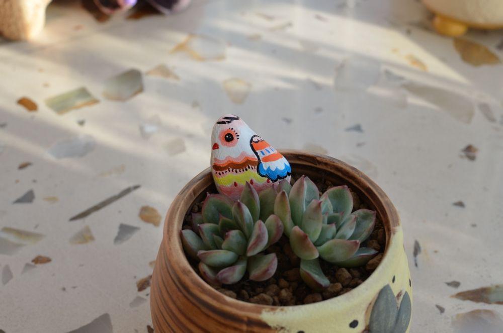 成品-可爱的小鸡仔石头彩绘教程
